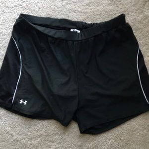 Under Armour - black and white Sport short
